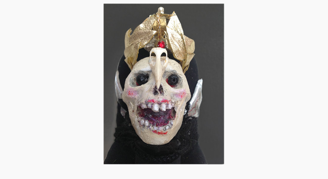 --let Death wear the crown, for there is no Emporer but he. Centre of wreath. 3.5 inches high.